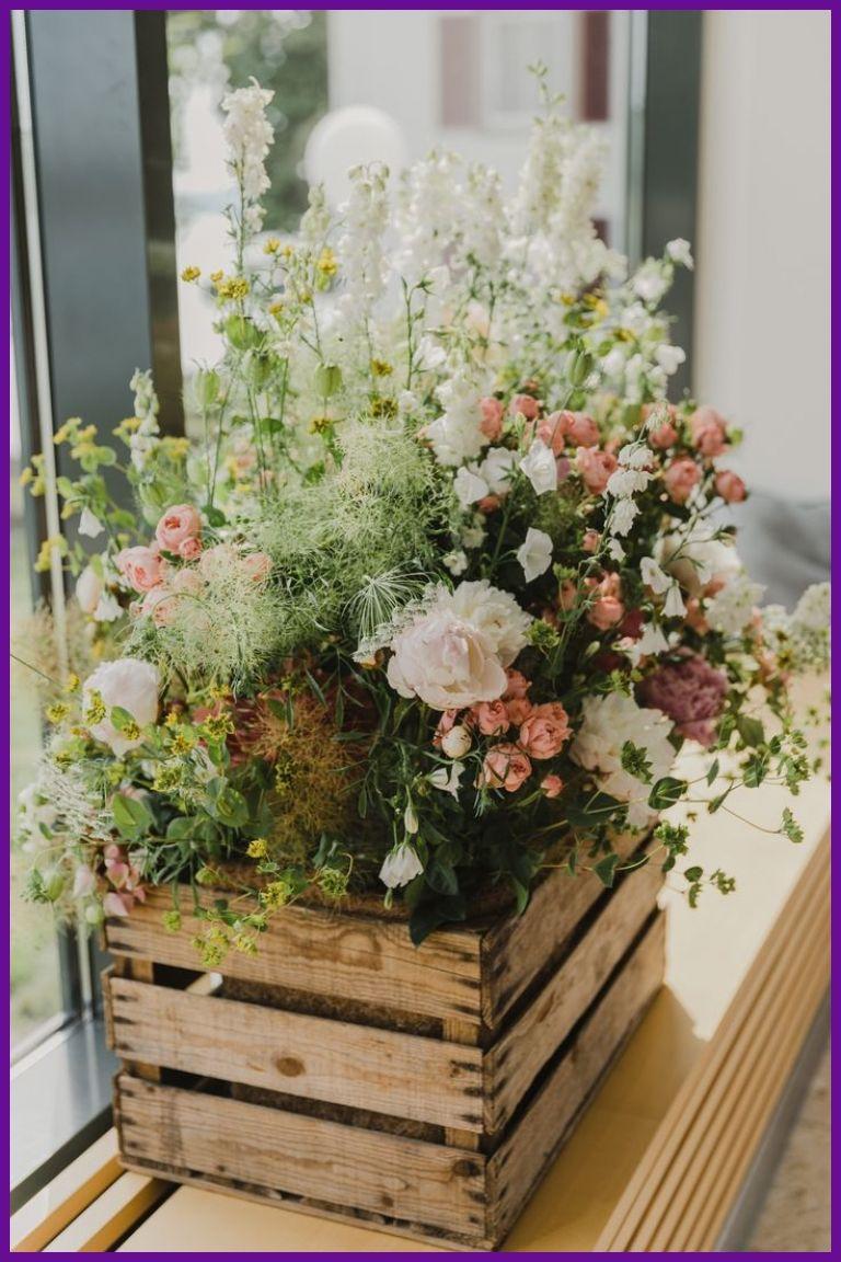 Wedding Decorations 29705 Flower arrangement in wooden box