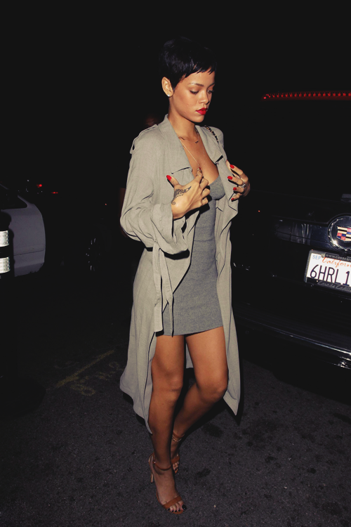 f4f51cd41a8 Trench coat or long sweater over short dress. Perfect for Miami nights.