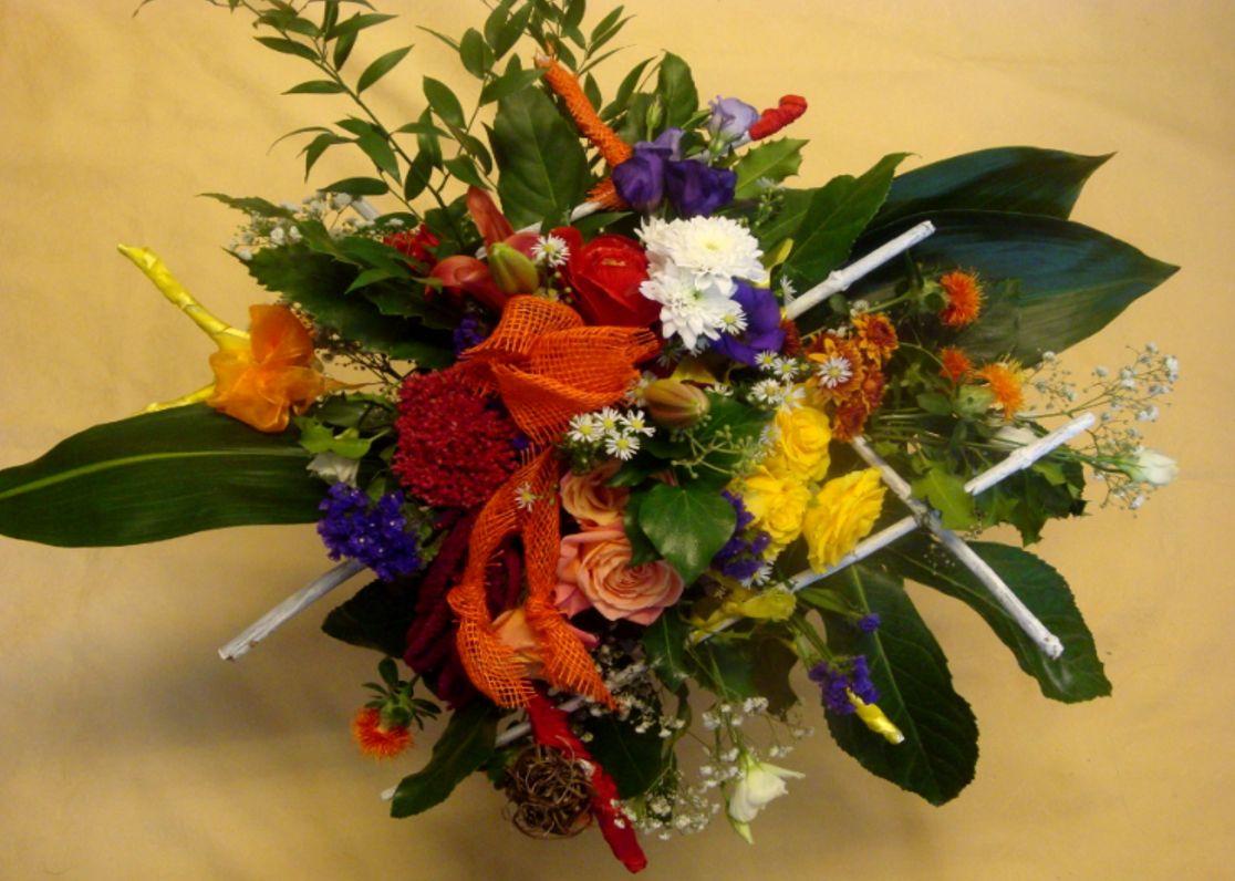 dekorativer strau auch b hnenstrau genannt selber machen floral arrangement. Black Bedroom Furniture Sets. Home Design Ideas