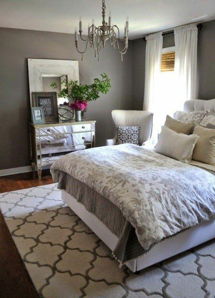wohnideen schlafzimmer graue wand holzboden schöne kommode weiße ...