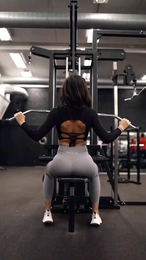 Women back workout