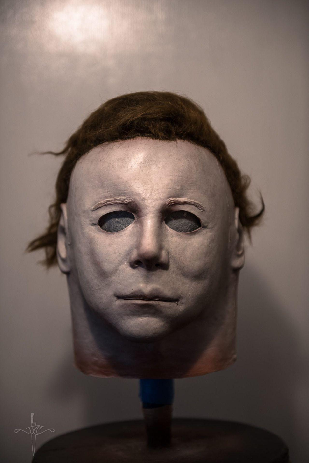 The mask up close from HALLOWEEN (1978).   HALLOWEEN   Pinterest ...