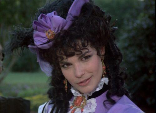 Ashton Main Huntoon Fenway portrayed by Teri Garber   North
