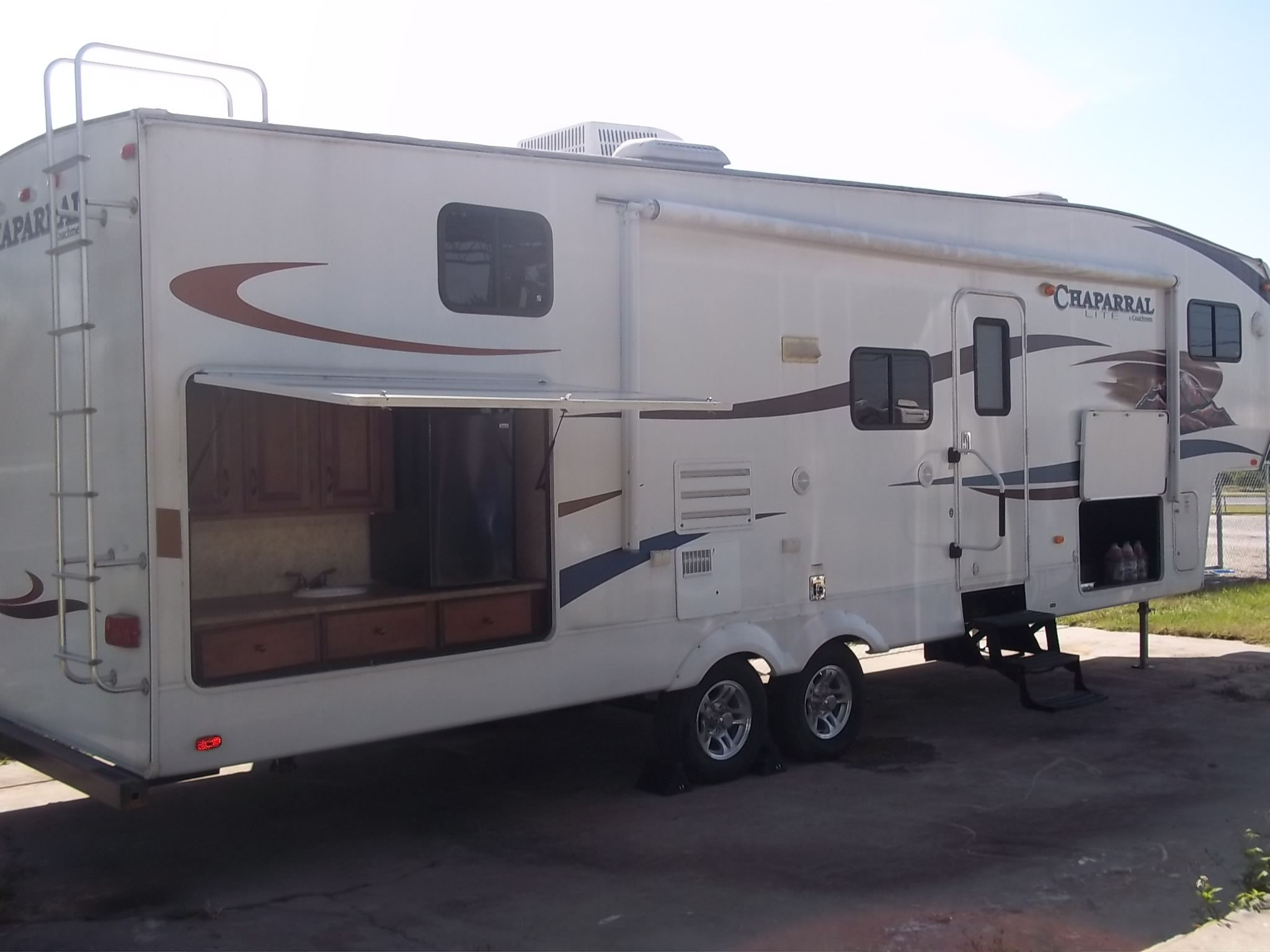 2011 Coachmen Chaparral 269BHS 5th Wheel RV For Sale By Owner Tampa Like New 14 Slide Out 3 Bunk Room External Kitchen Fridge Sink And Grill Hook Up