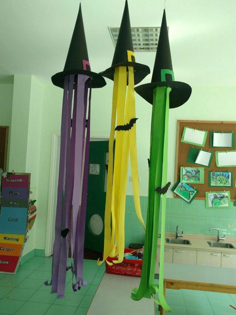 31 Awesome Diy Classroom Halloween Craft Ideas Godiygo Com Halloween Classroom Crafts Halloween Classroom Decorations Halloween Crafts