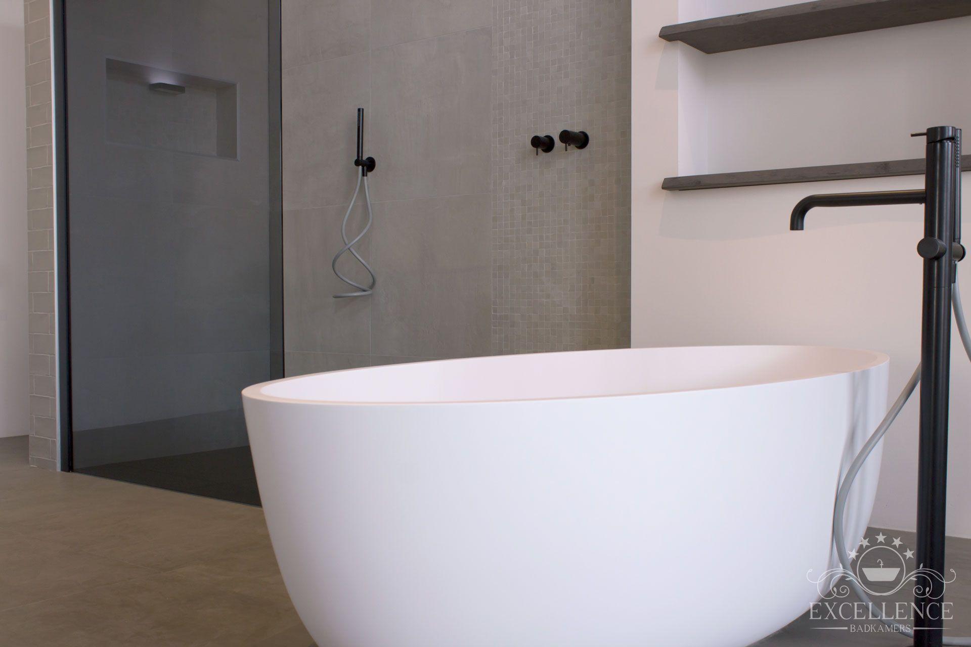 Maatwerk badkamer. Waterevolution vrijstaande badkraan mat zwart ...