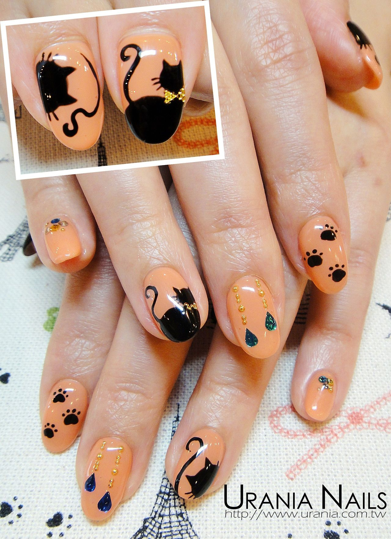 Cat face | Halloween nail designs, Cat nails, Halloween nails