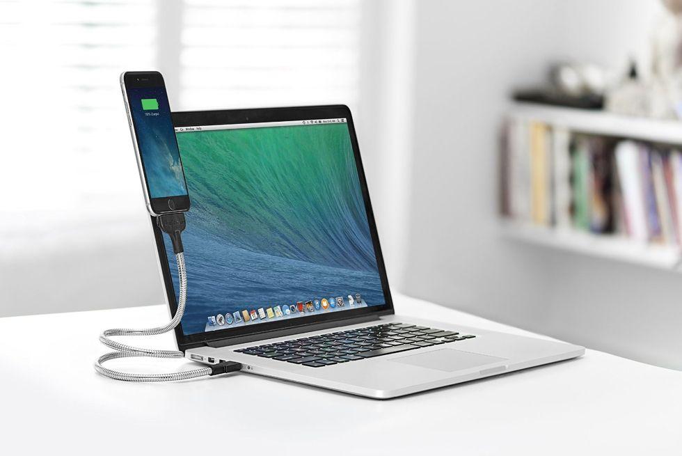 UNE BOBINE iPhone を充電をしながら、目線の高さを変えずに、画面をがチェックできるワイヤー型充電ケーブル | UNE BOBOINE iPhone 5/5s/5C/6/6s