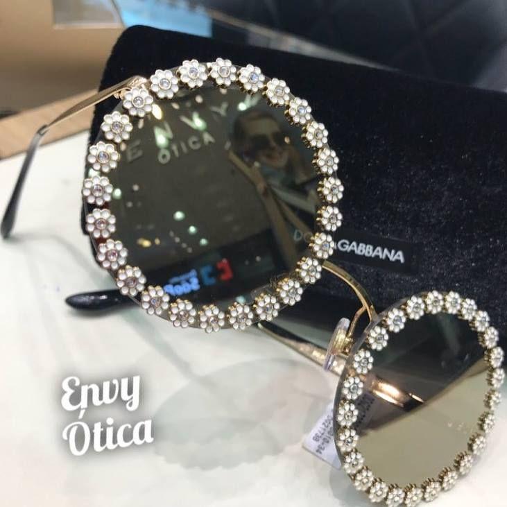 fd7c077be3fd2 O óculos de sol Dolce   Gabbana New Daisy DG 2173B é um modelo com lentes