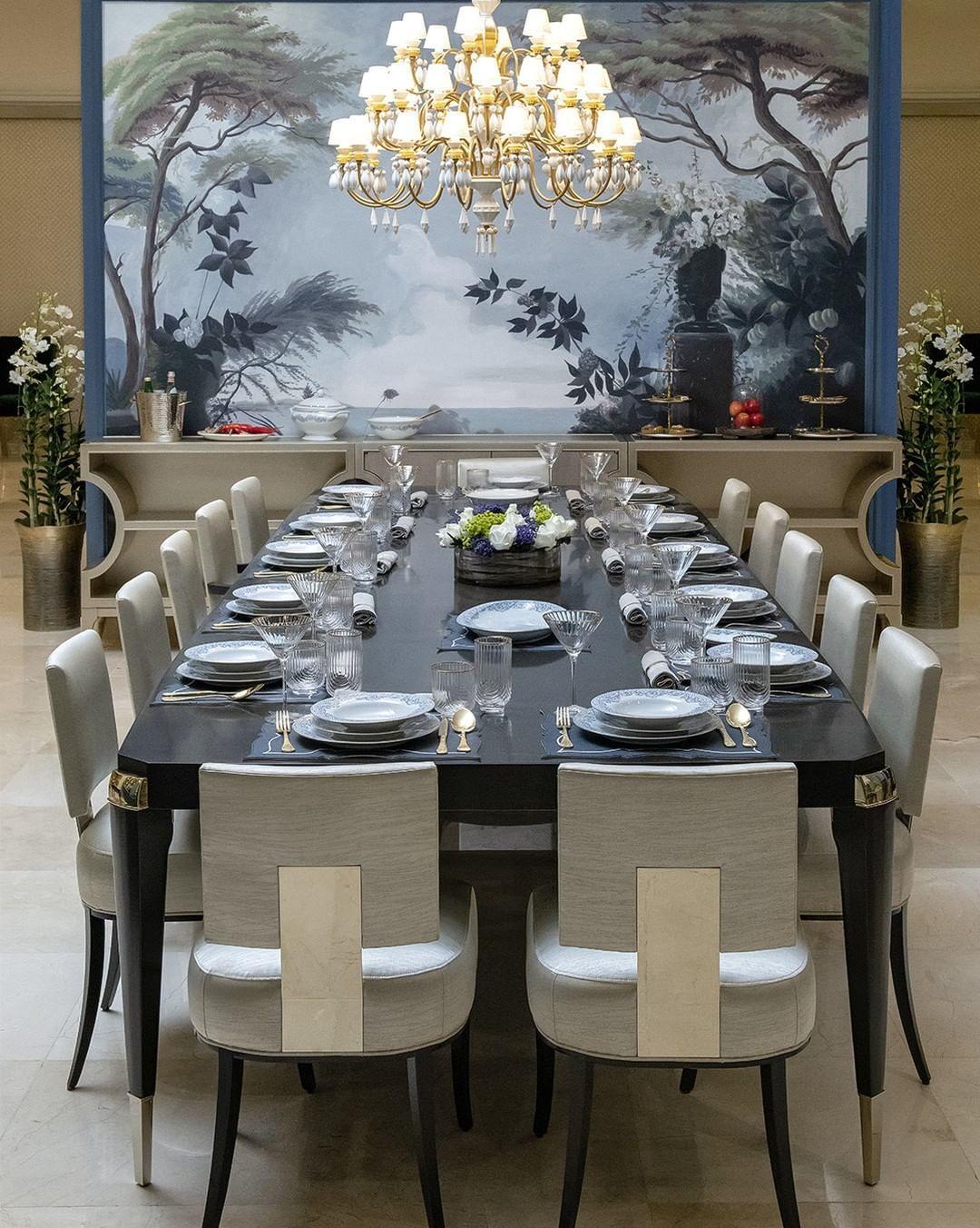 Caracole Qatar On Instagram كاراكول يجلب روعة الأثاث الأمريكي التقليدي رفاعة المستوى البراعة Modern Home Furniture Extension Dining Table Furniture Design