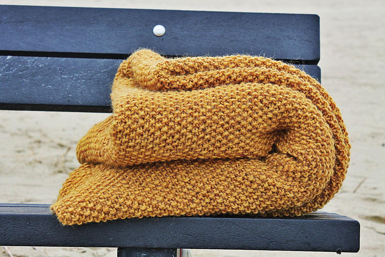 Giveaway Van Rozenkelim : Oker handgebreide heerlijke deken plaid by mooisenmeer van