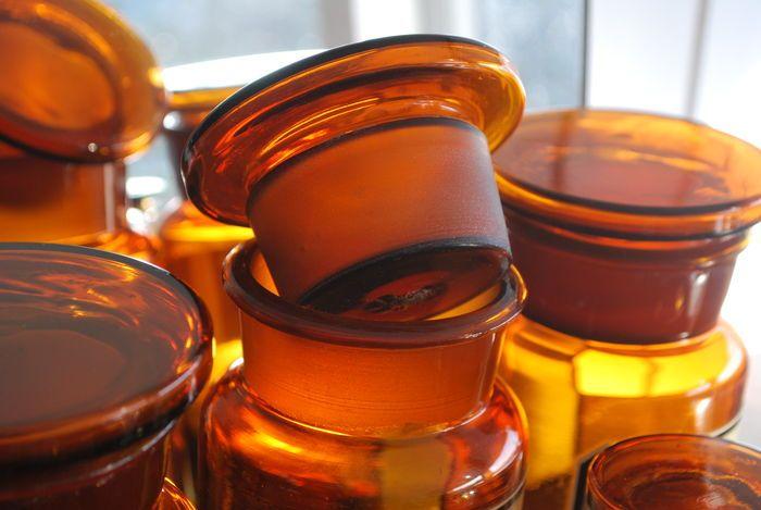 15 glazen apothekerspotten - met authentieke etiketten