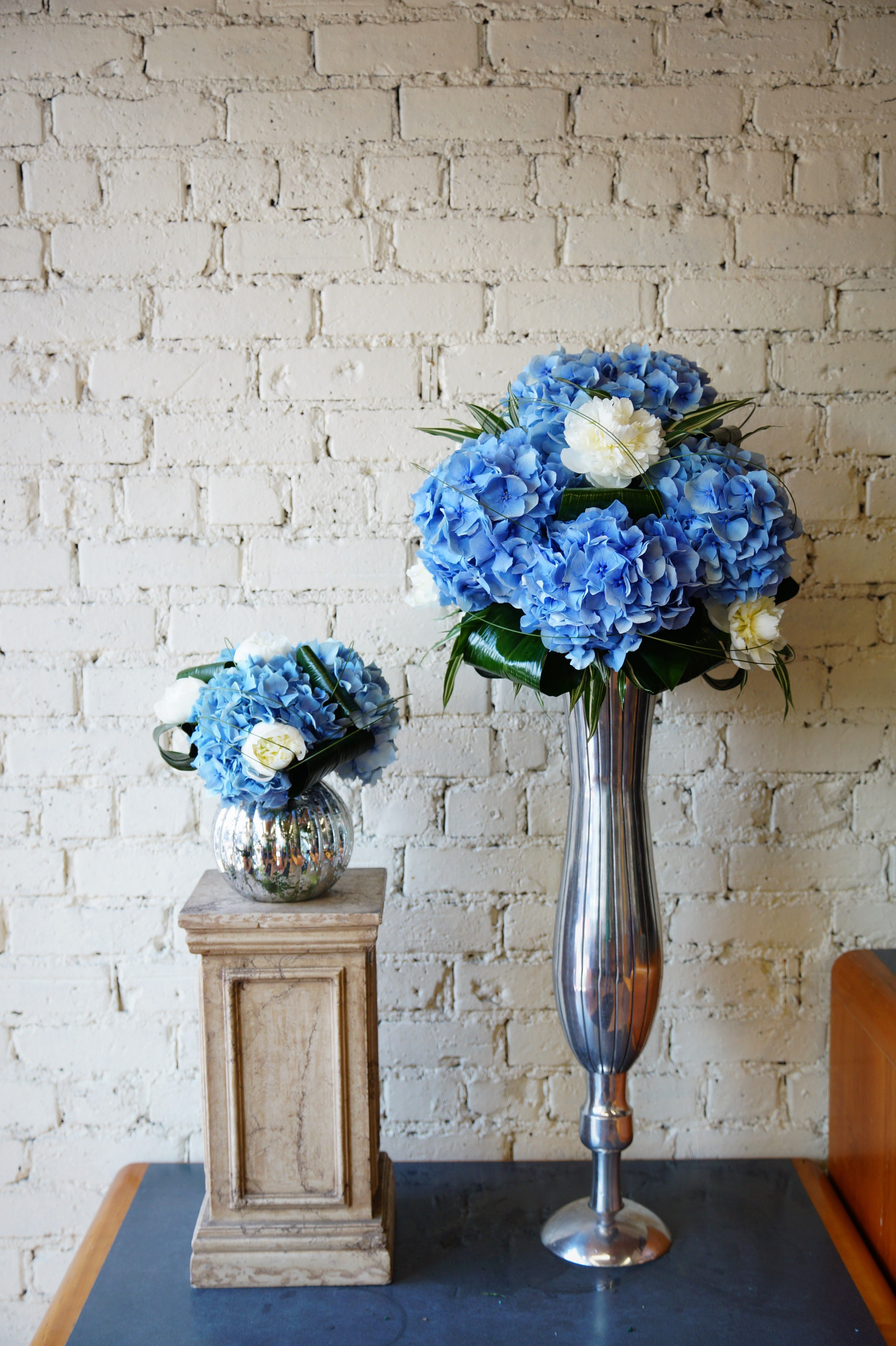 These stunning sample arrangements were made today to show to a corporate customer who want 40 of them, so we wanted to let them see what the finished products will look like. Hopefully they'll be happy with what they see! :) #reidsflorists #hydrangea #corporateflowers