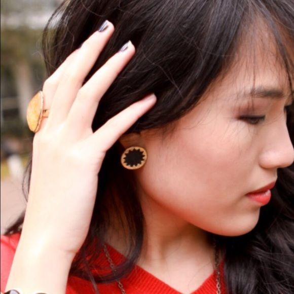 House Of Harlow Mini Sunburst Earrings Nwot