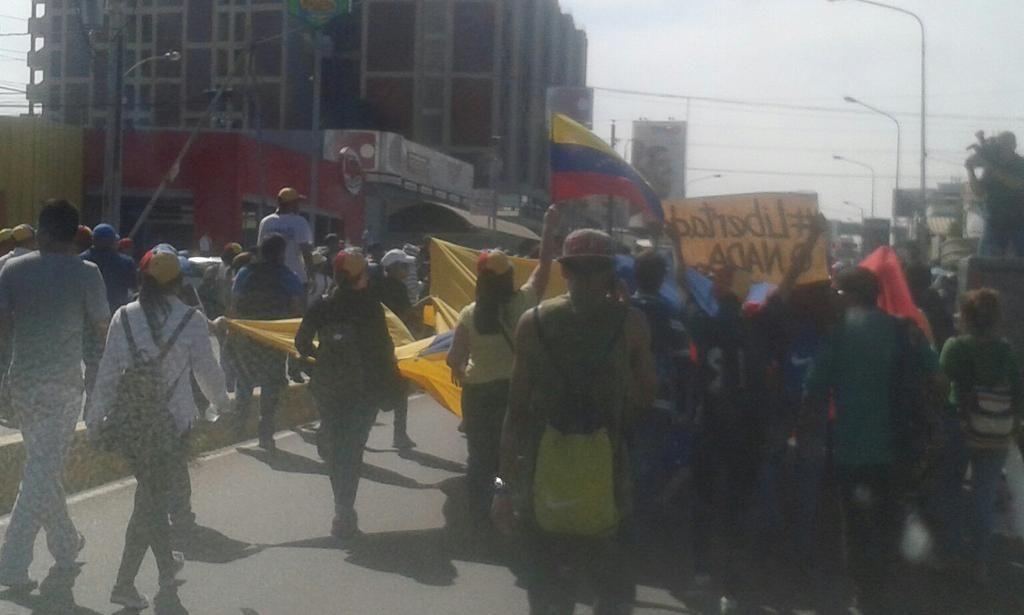 #23E Maracaibo @PadreJosePalmar  ACOMPAÑANDO Y APOYANDO A LOS ESTUDIANTES y SOCIEDAD CIVIL, VALIENTES!!