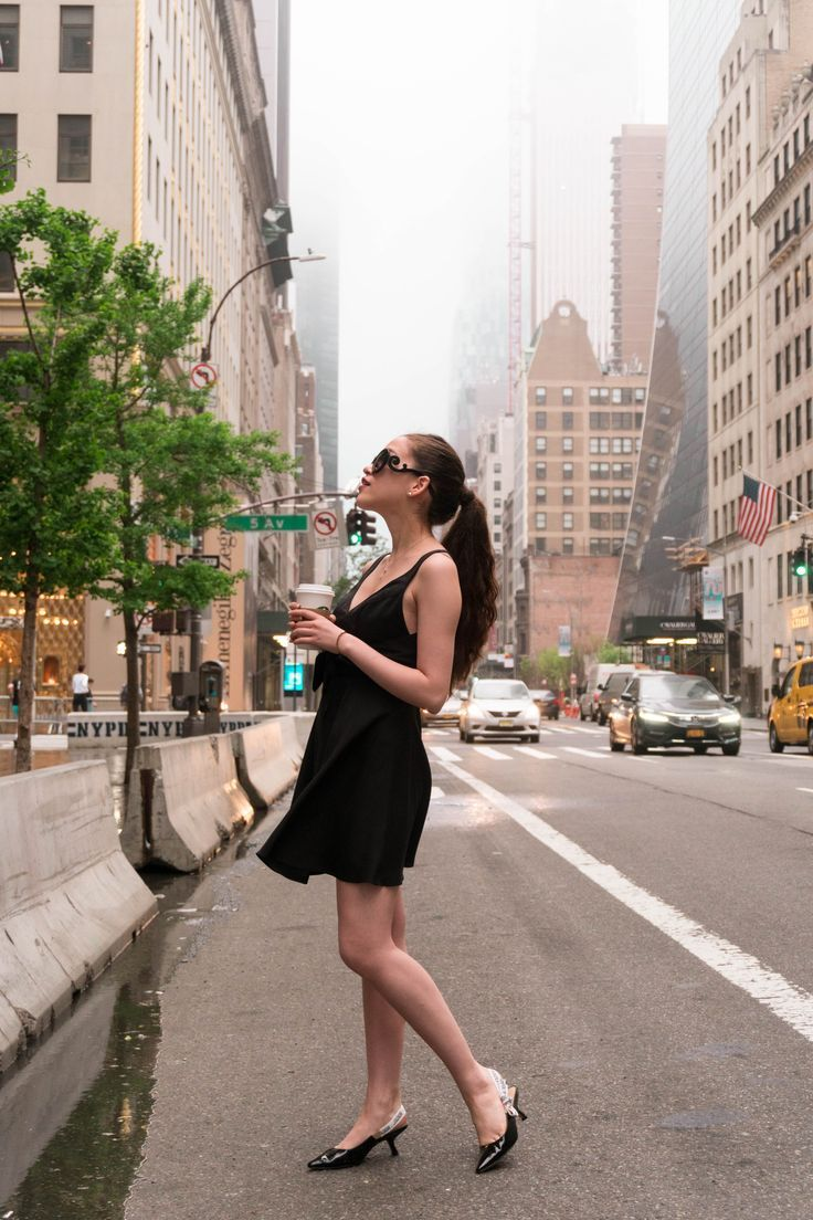cbdb29838ba NYC style and travel blogger Eva Phan of Eva Darling recreates the iconic  opening scene from Breakfast at Tiffany s while giving Holly Golightly and  her ...