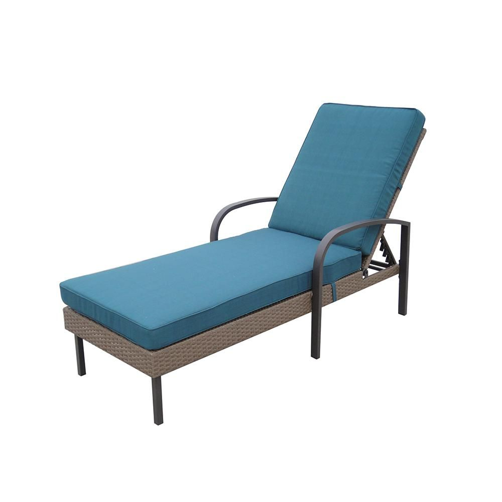 Hampton Bay Corranade Wicker Chaise Lounge With Charleston