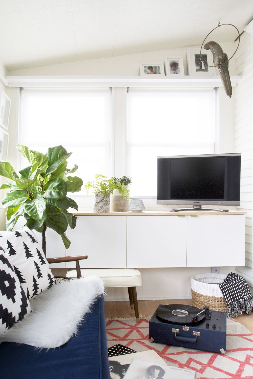 moderne hauptschlafzimmer designs bedroom cozy four season sunroom with fauxdenza and navy sofa ikea kitchen cabinets floating pine top the its done library pinterest