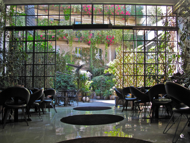 10 corso como shanghai garden caf. Black Bedroom Furniture Sets. Home Design Ideas