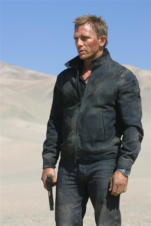 Yeah, Sean would have never gotten this dirty. Daniel Craig is the best casting choice!