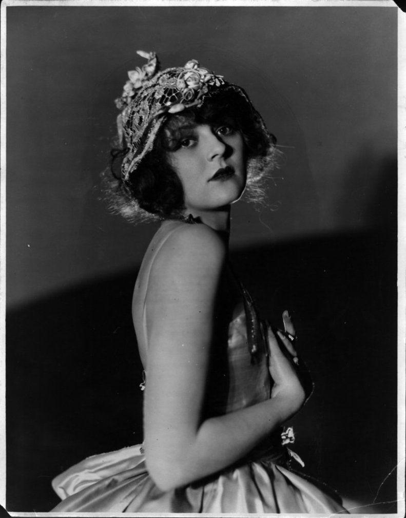 Vintage Flapper Girls