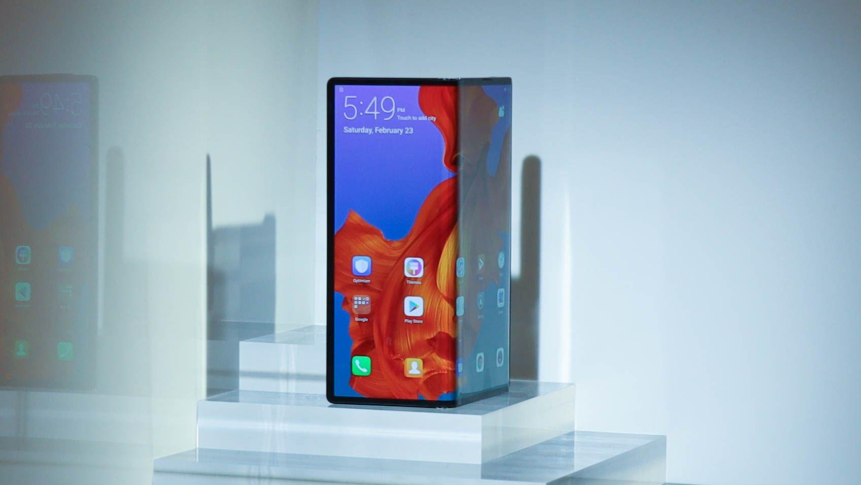 Galaxy Fold Vs Huawei Mate X Battle Of The Foldable Phones Huawei Mate Phone Smartphone