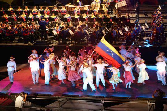 León Padilla Vestuario Juventudes Tricolor