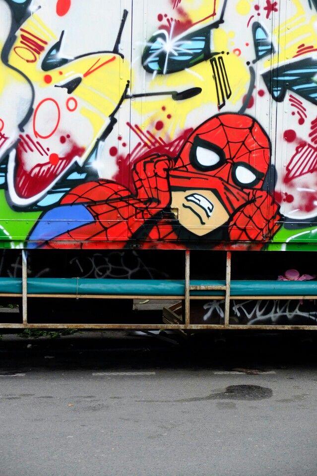 Paris 18 - bd rochechoir - street art