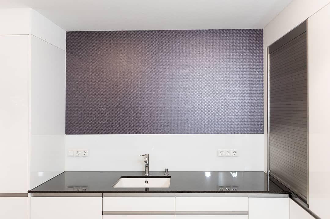 Kuche Wand Folie Interior Wandfolie Spritzschutz Spule Arbeitsplatte Deko Trend Wohntrend In 2020 Bathroom Mirror Lighted Bathroom Mirror Bathroom Lighting