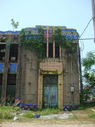 Abandoned art deco building in Baton Rouge, LA