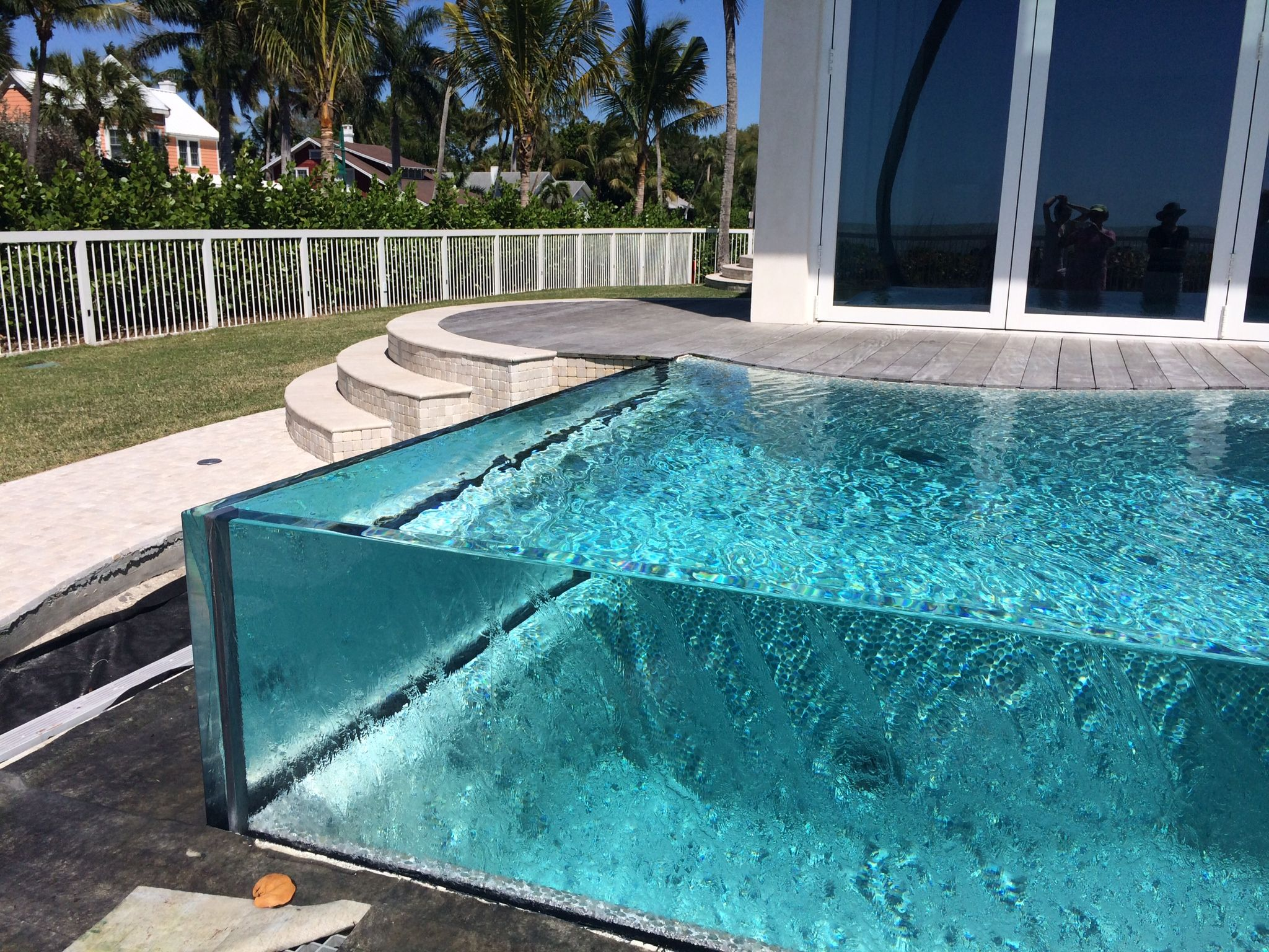 Glass edge pool swimming pools pinterest glass for Glass swimming pool