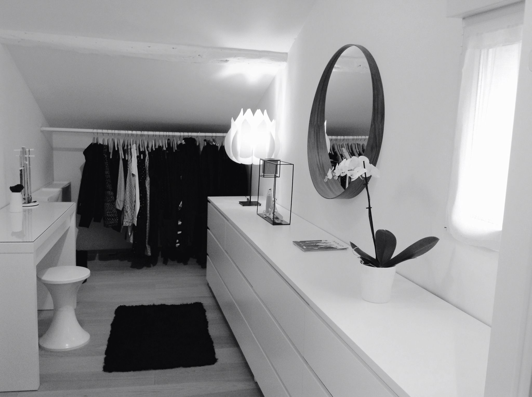 dressing closet blanc commode malm ikea miroir. Black Bedroom Furniture Sets. Home Design Ideas