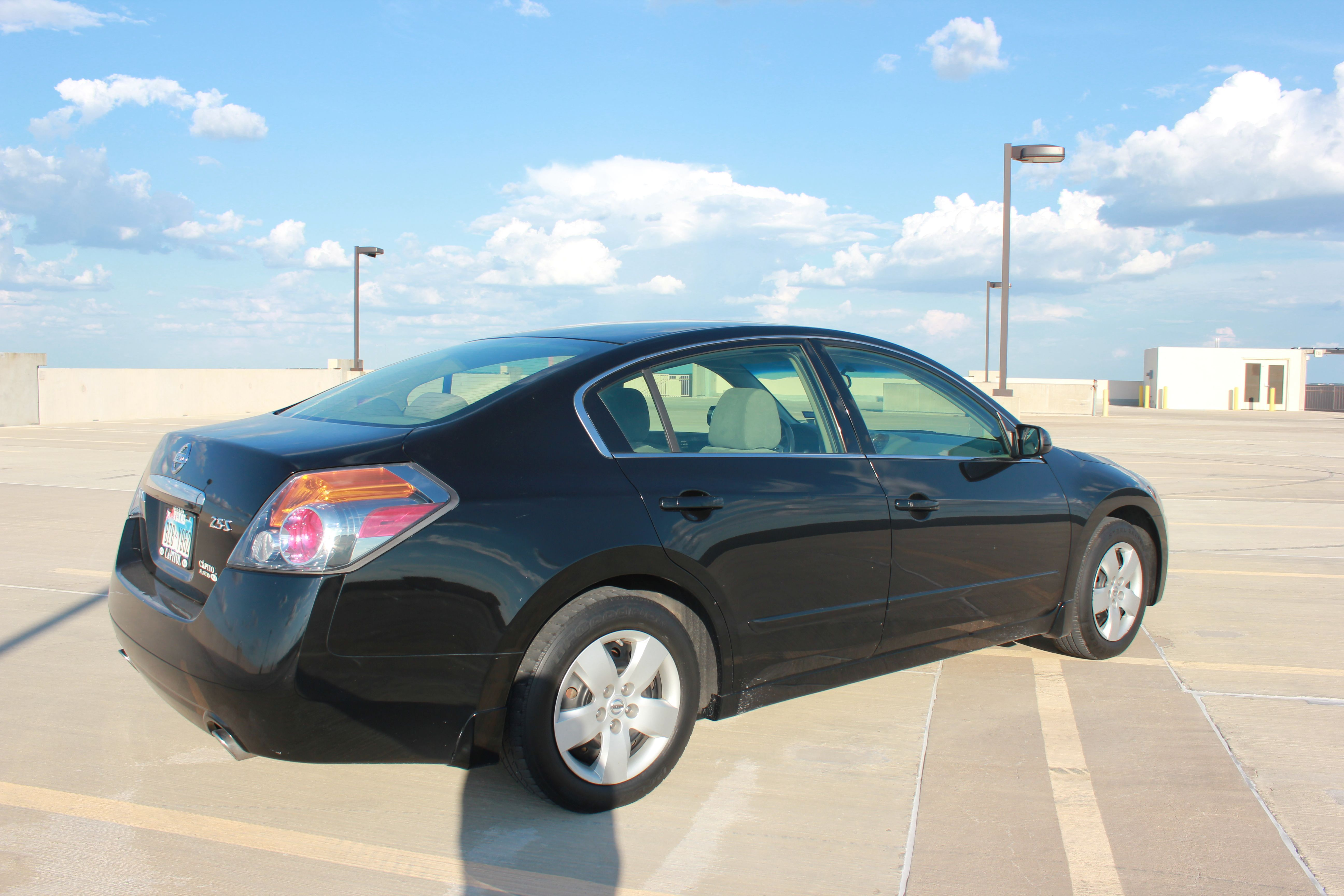 2007 Nissan Altima 116,251 Miles Ext: Black Int: Grey Cloth Engine: 2.5  Liter 4 Cylinder Tranny: CVT Automatic Mpg: 23/32 Stereo/navigation  Options: AM/FM ...