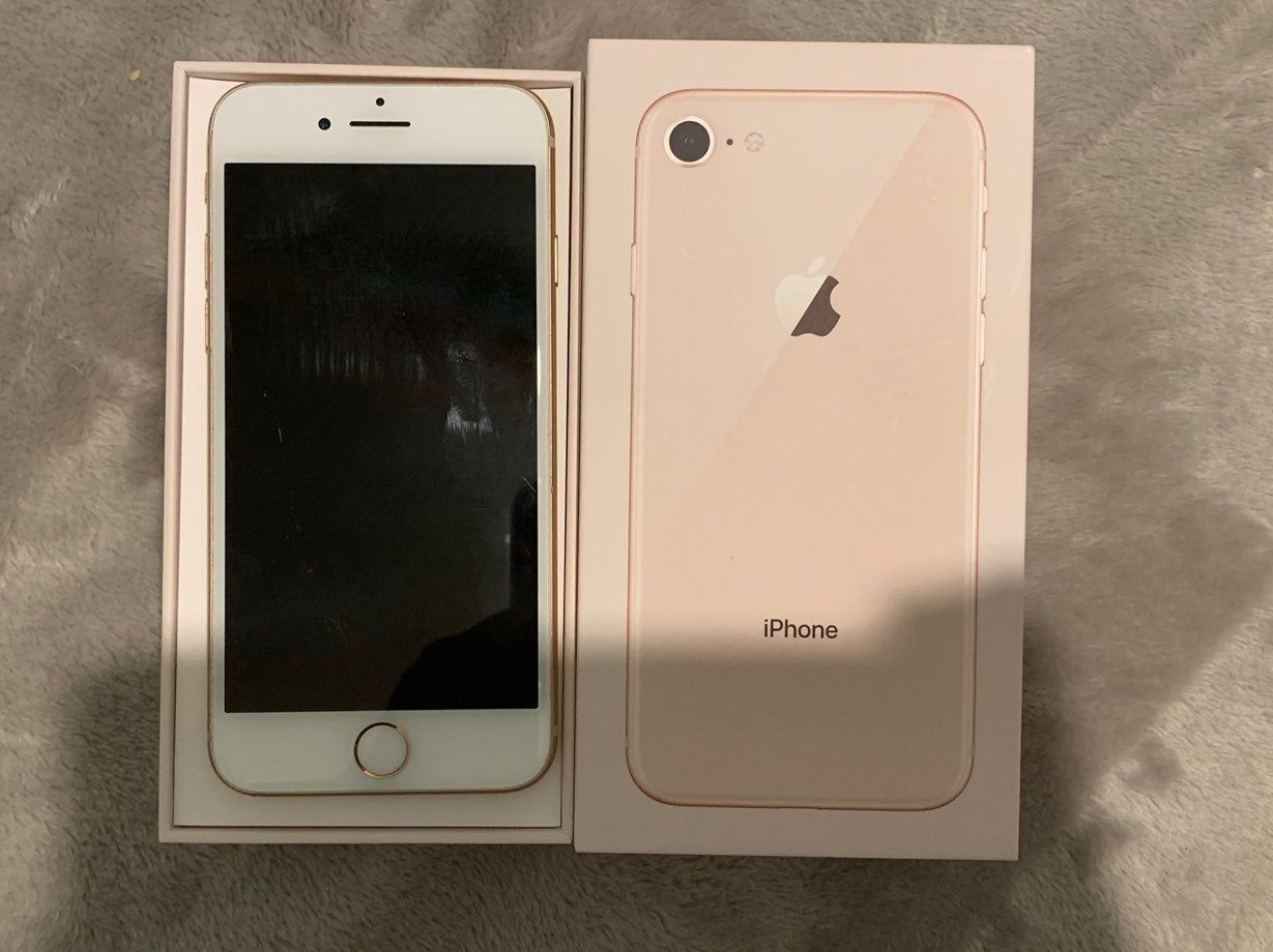 Iphone 8 Rose Gold 64gb At T Unlocked Minor Scratches And Small Nic Seen In The Photos Comes With Used Charger And Wall Block Iphone Iphone 8 Apple Products
