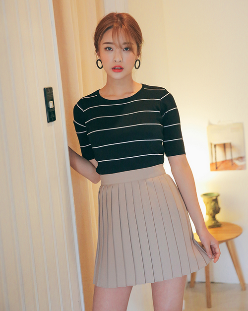 [Stylenanda] Classic Pleated Mini Skirt