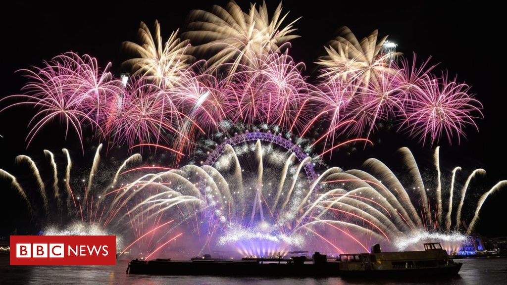 New Year Celebrations Uk Gets Ready To Welcome 2019 Bbc News New Year Celebrations Uk New Years Eve Fireworks New Years Countdown Travel Around The World