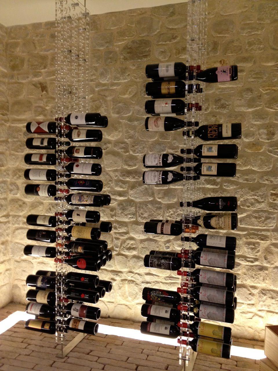 Rangement Original D Une Collection De Vin Sur Des Porte