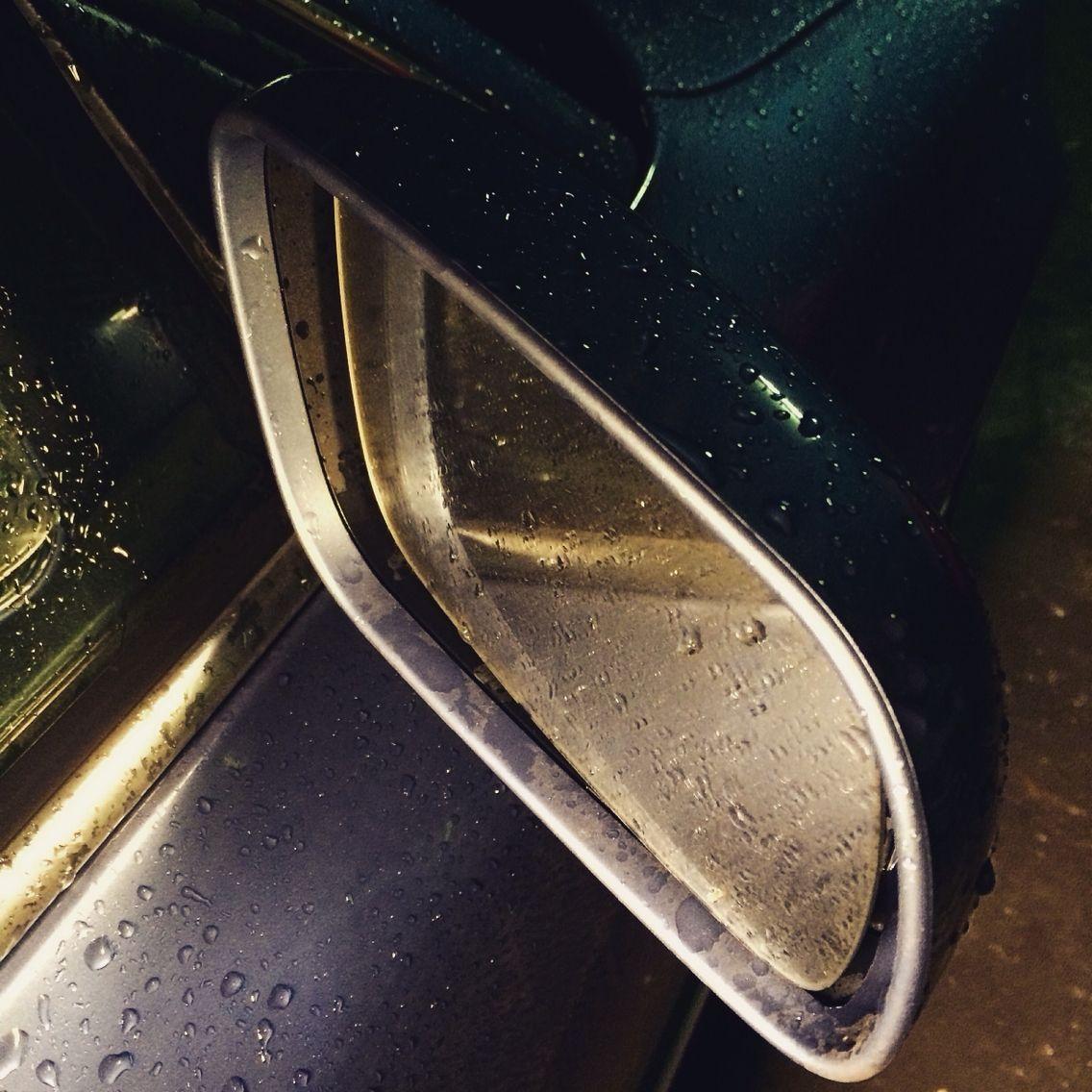En los días de #lluvia cuidado con adelantar ? La visibilidad se reduce un montón #car #road  & #takecare ##nosvemosenlastiendas #espejoretrovisor by #simbiosc #simbiosctv