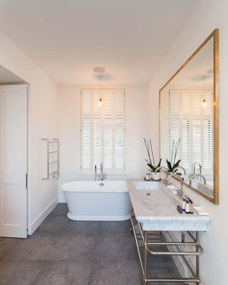bad graue bodenfliesen weiße badewanne fenster spiegel bronzener - bodenfliesen badezimmer grau