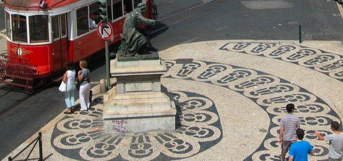 Calçada portuguesa no Chiado, Lisboa