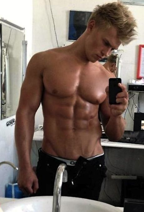 Sexy, blonde Jungs