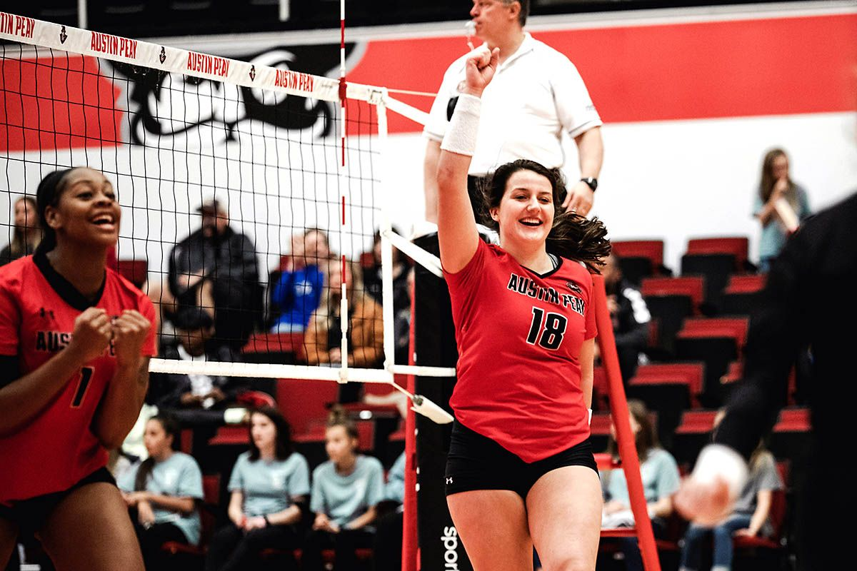 Apsu Volleyball Rallies From Two Sets Down To Beat Tennessee Tech Volleyball Austin Peay State University Match