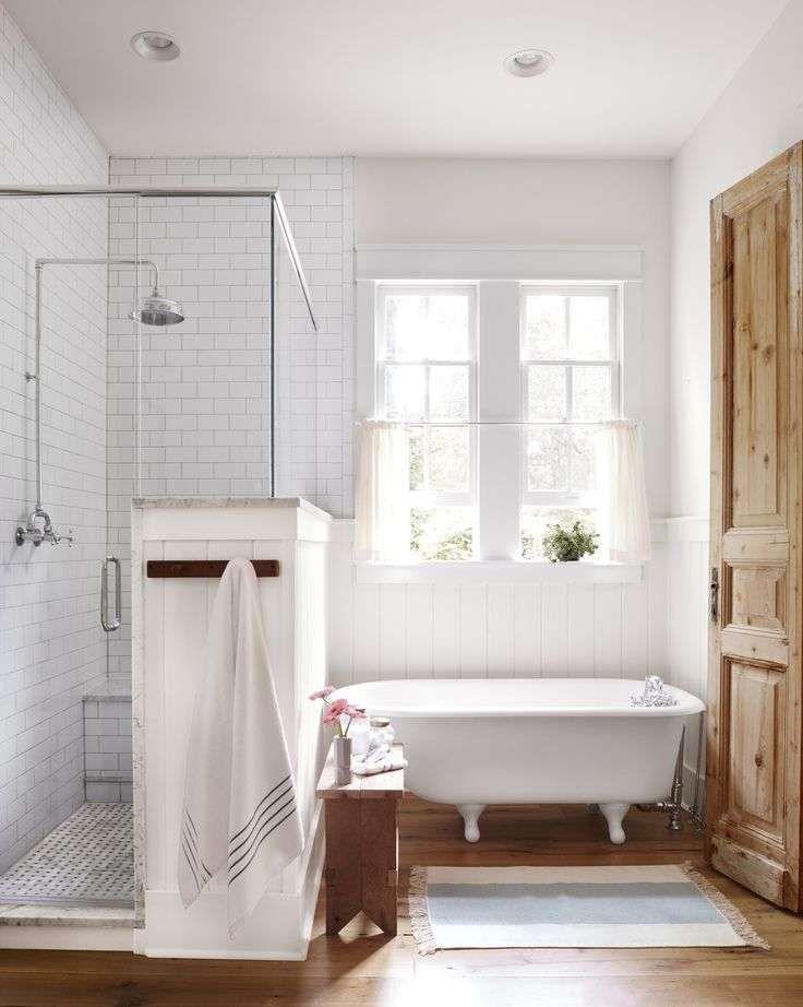 Idee per arredare il bagno in stile country - Bagno con parquet