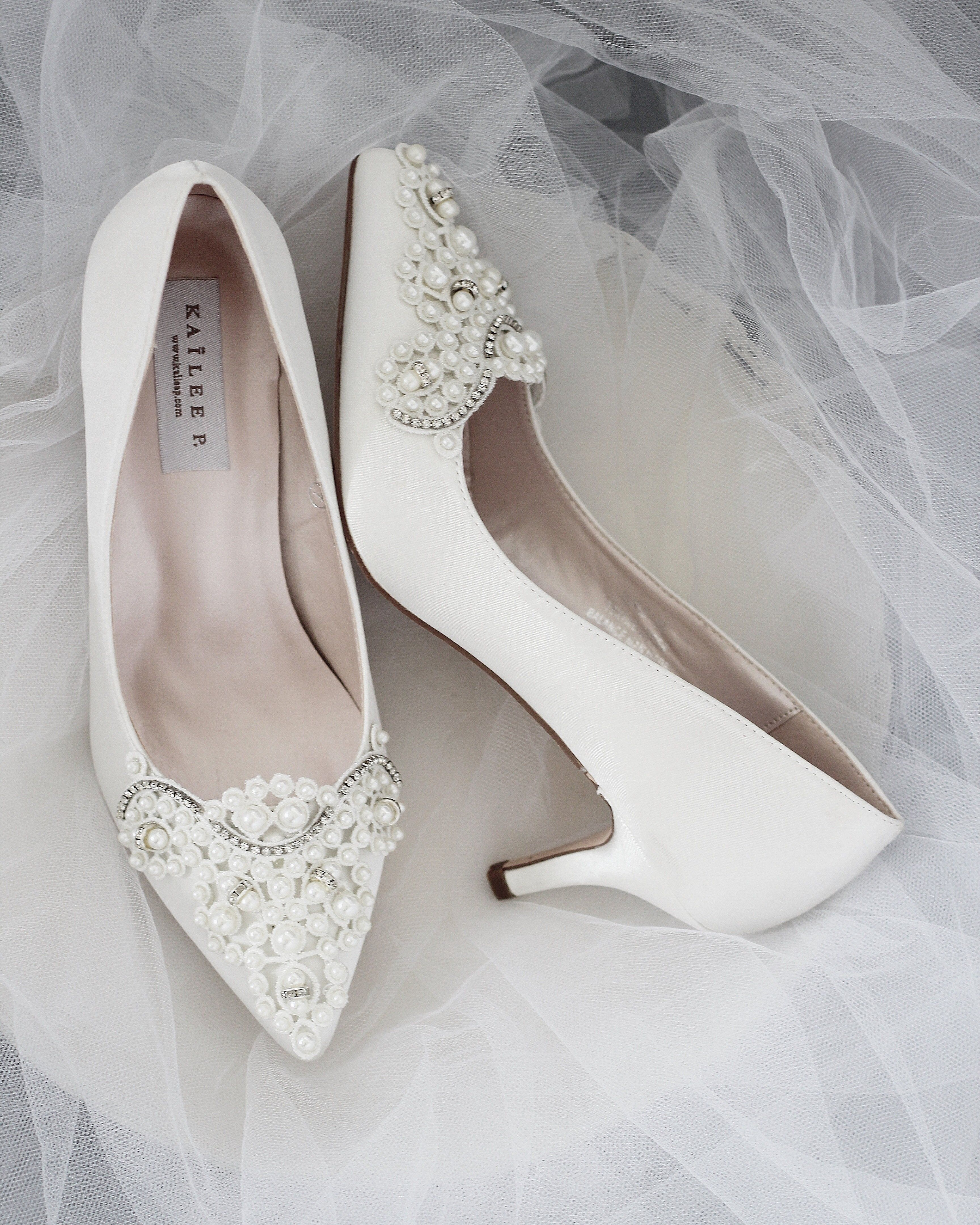 Off White Satin Pointy Toe Kitten Heel With Oversized Pearls Applique Summer Wedding Shoes Bride Shoes Beautiful Wedding Shoes