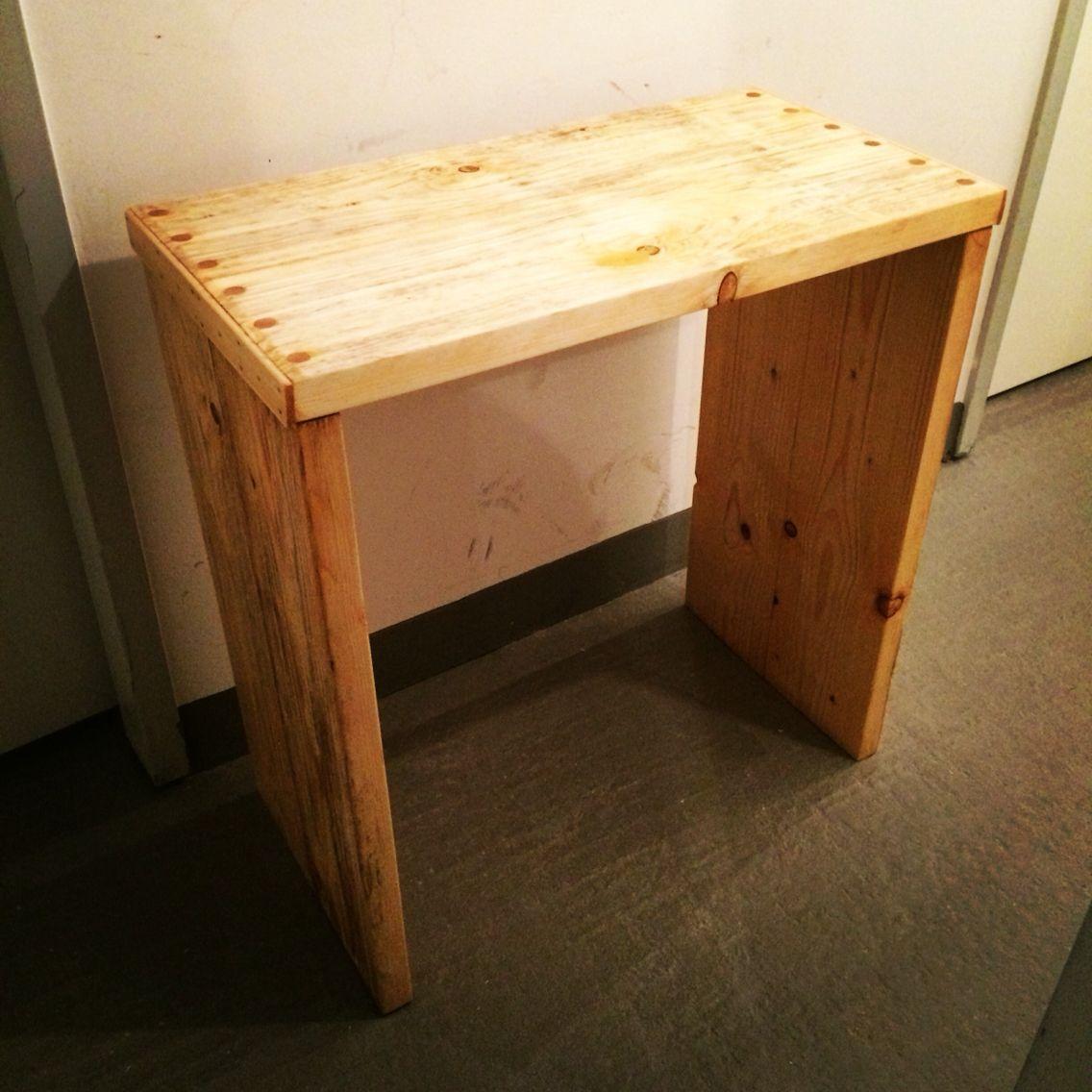 Erster Teil eines ausziehbaren Schreibtisch aus #Bauholz! Es wurde beabsichtigt auf Schrauben verzichtet! #diy #upcycling