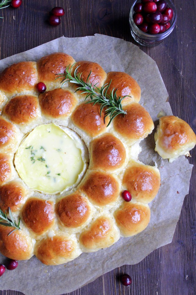 Photo of Dear ones ❤️ This bread wreath made of fluffy and buttery rolls with …