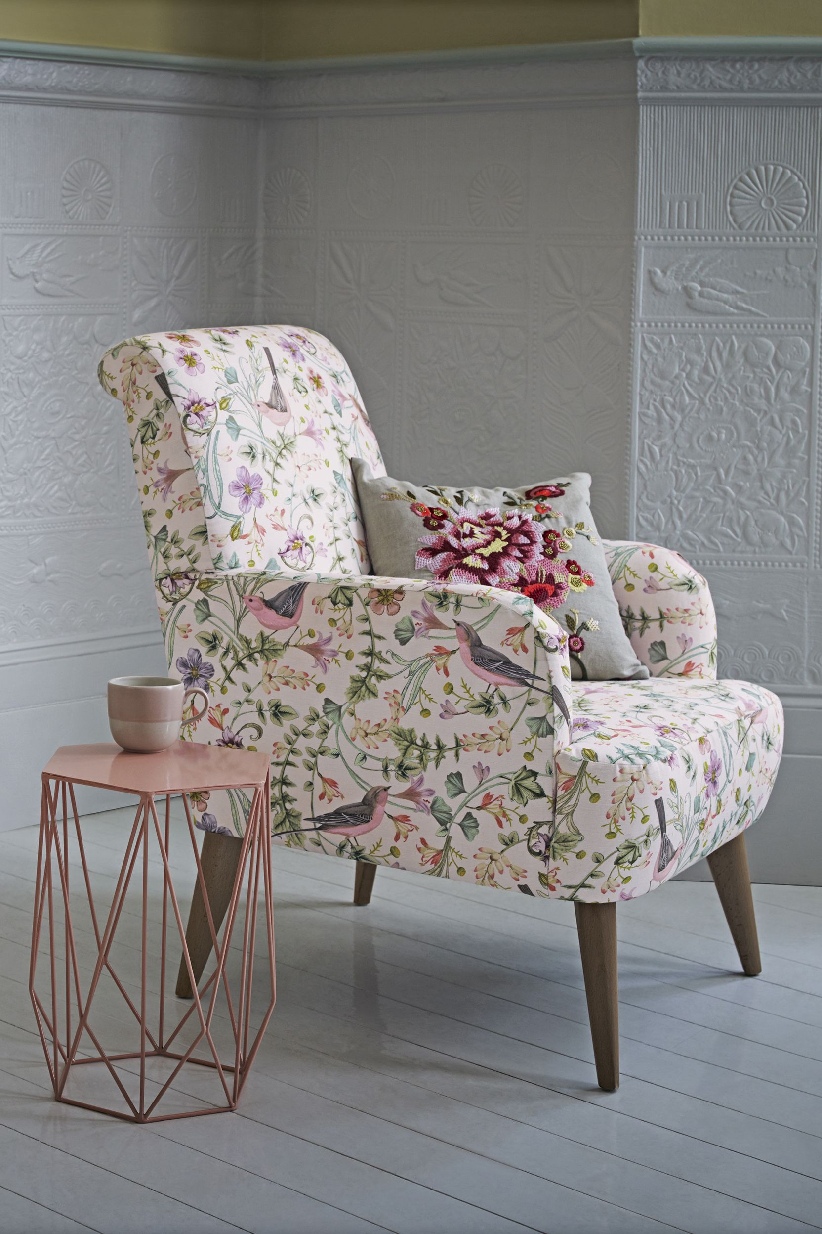 Make A Bold Statement In Your Living Room With A Floral