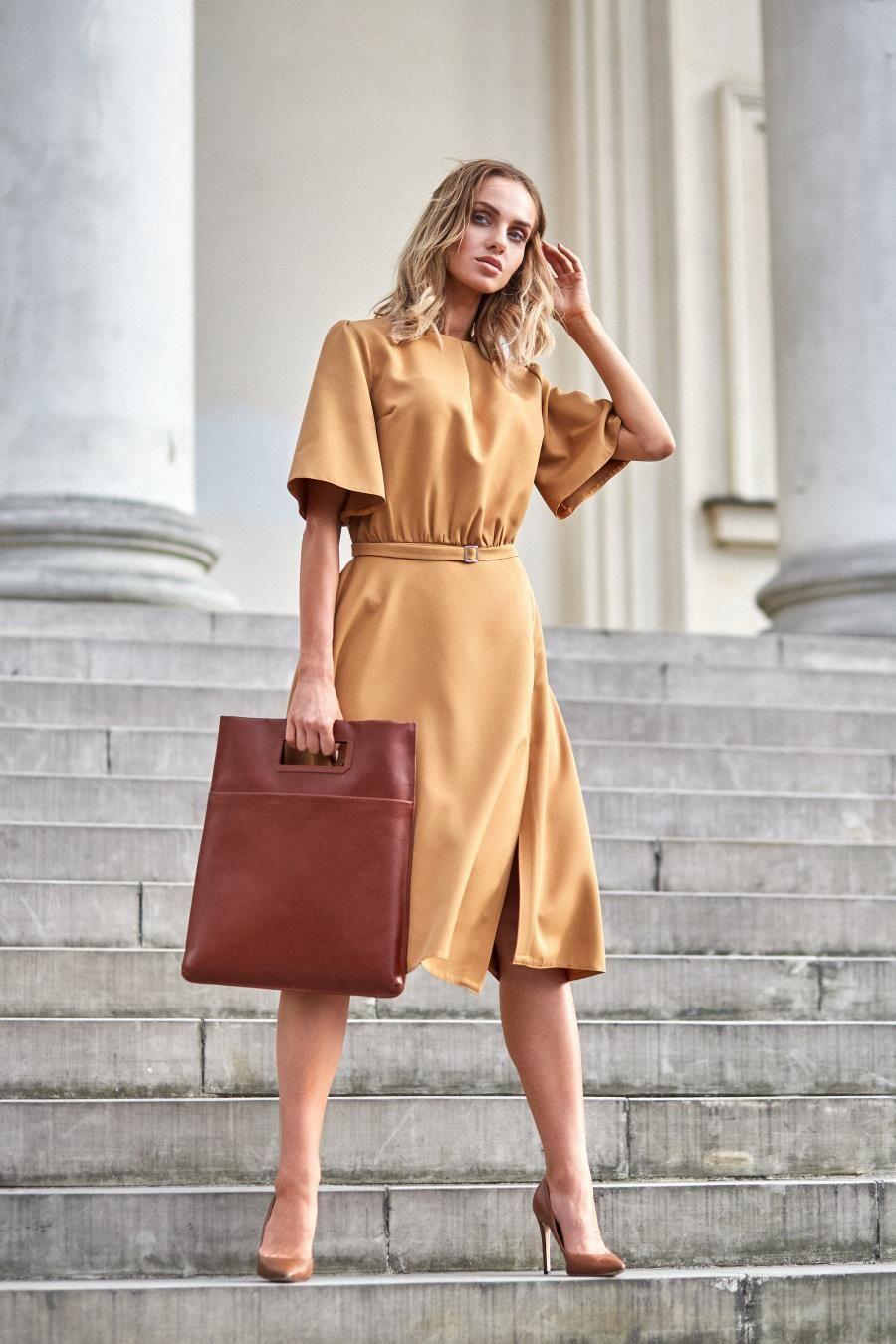 577065b6ce Rozkloszowana Sukienka Midi Cynamonowa MO396 w 2019