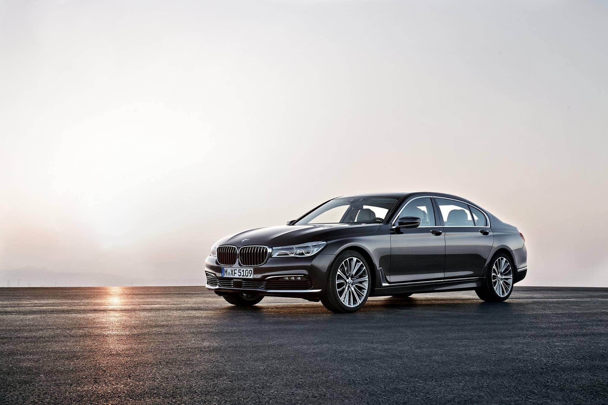 BMW Serie 7 è espressione di ricercatezza ed eleganza per tutti coloro che amano viaggiare in prima classe, senza dover scendere mai.