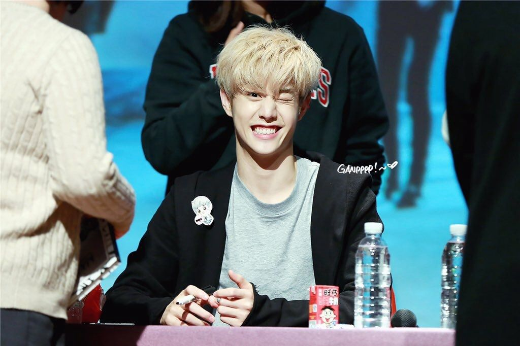 [HQ] 151026 GOT7 MAD fansign in Bundang Mark HQ: http://imgur.com/T1IMwJz Cr: ganpppp DO NOT EDIT OR CROP OUT LOGOS! TAKE OUT WITH FULL CREDITS!